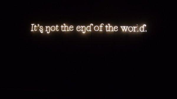 """Foto: """"black sunlight"""" de la exposición """"Territorios indefinidos. Perspectivas sobre el legado colonial"""""""