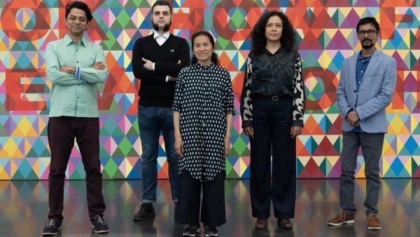 """Algunos artistas que han participado en la exposición """"Territorios indefinidos. Perspectivas sobre el legado colonial"""". Foto: Miquel Coll"""