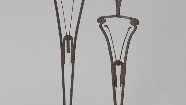 """Takis """"Oedipus and Antigone"""", 1953. Hierro,119 cm. Colección particular, Londres"""