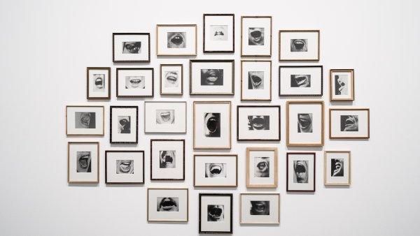 """Vistas de la exposición """"Christian Marclay. Composiciones"""". Foto: Miquel Coll"""