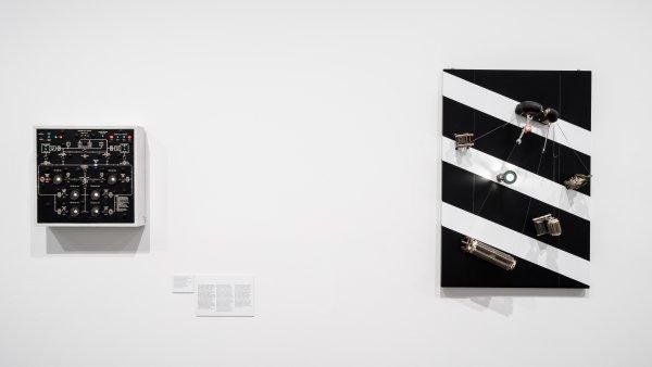 """Vistas de la exposición """"Takis"""". Foto: Miquel Coll"""