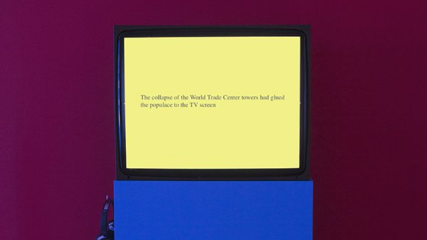 Tony Cokes, vista de la exposición, On Non-Visibility, Greene Naftali, Nueva York, 2018. Cortesía del artista, Greene Naftali, Nueva York, Hannah Hoffman, Los Ángeles, yElectronic Arts Intermix, Nueva York.