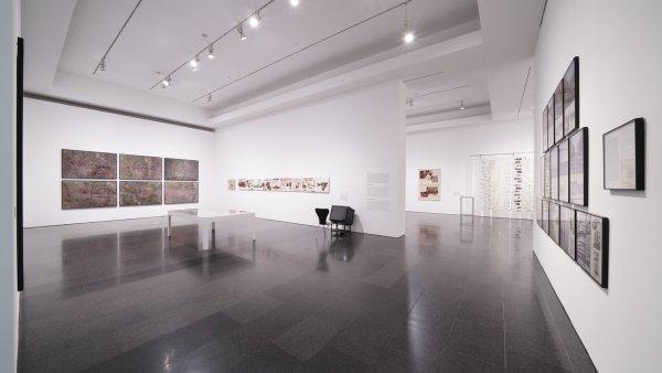 """Vistes de """"En temps real. La Col·lecció Rafael Tous d'art conceptual"""". Foto: Miquel Coll"""