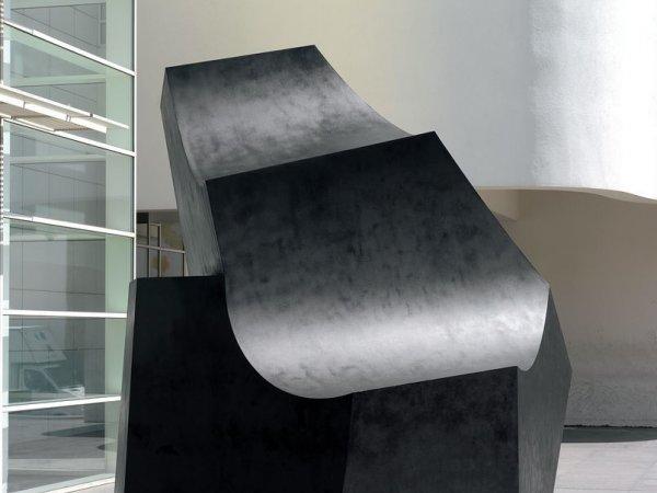 Mantenimiento de una escultura exterior