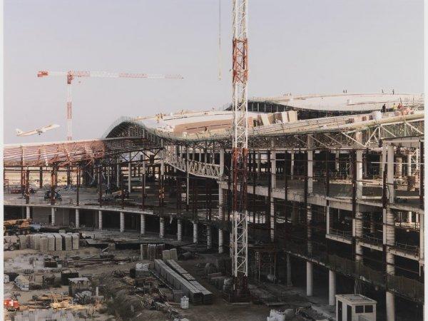 """Construction of the New Terminal, Barcelona Airport, El Prat del Llobregat. Sèrie: """"Connexions globals"""""""