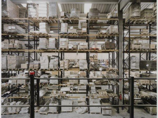 """Interior de un almacén, Zona de Actividades Logísticas (ZAL). Serie: """"Conexiones globales"""""""