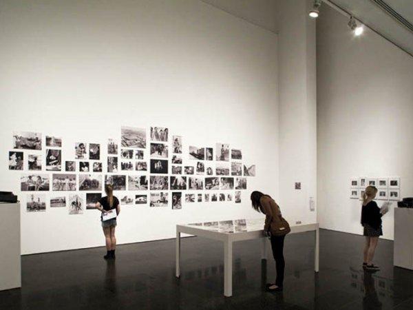 Vista de l'exposició Centre Internacional de Fotografia Barcelona (1978-1983) al MACBA (27.1-26.8.2012) ©Raimon Solà