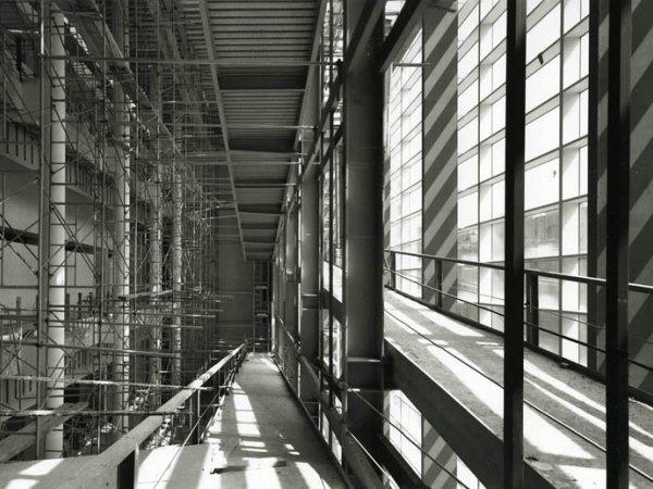 Construcción del edificio del MACBA. Foto: Lluís Casals