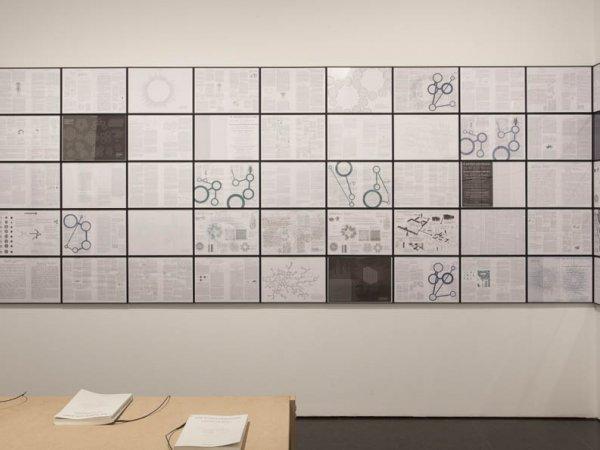 """Vista de la exposición """"Fisuras. Episodios críticos (1957-2011). Colección MACBA"""", 2012-2013"""