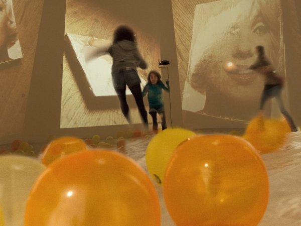 """Vista de la exposición """"El arte de la primera globalización. Episodios críticos (1957-2011). Colección MACBA"""", 2012-2013"""
