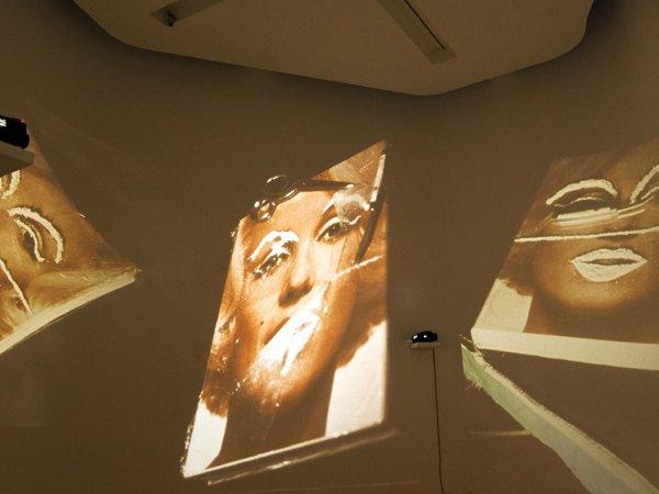 """Vista de l'exposició """"L'art de la primera globalització. Episodis crítics (1957-2011). Col·lecció MACBA"""", 2012-2013"""
