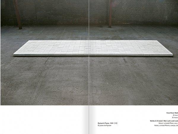 """Selecció del catàleg """"Amb la probabilitat de ser vist. Dorothee i Konrad Fischer: Arxius d'una actitud"""" pàgines 196 i 197"""