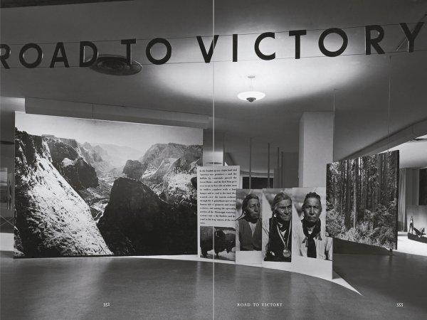"""Selección del catálogo """"Espacios fotográficos públicos. Exposiciones de propaganda, de Pressa a The Family of Man, 1928-1955"""" páginas 352 y 353"""