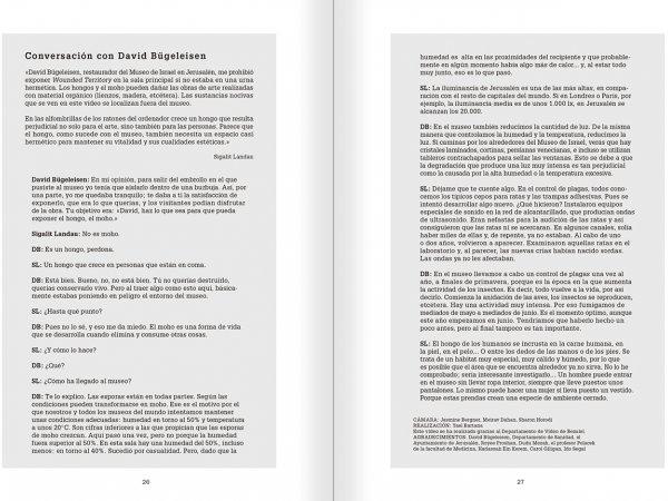 """Selecció del catàleg """"La danza fenicia de la arena / Phoenician Sand Dance. Sigalit Landau"""", pàgines 26 i 27"""
