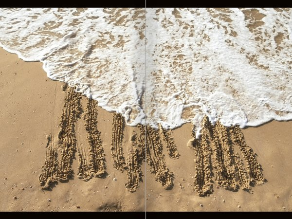 """Selecció del catàleg """"La danza fenicia de la arena / Phoenician Sand Dance. Sigalit Landau"""", pàgines 82 i 83"""