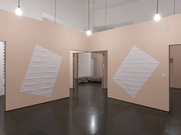"""Vistes de l'exposició """"Espècies d'espais"""", 2015. Foto: Roberto Ruiz"""