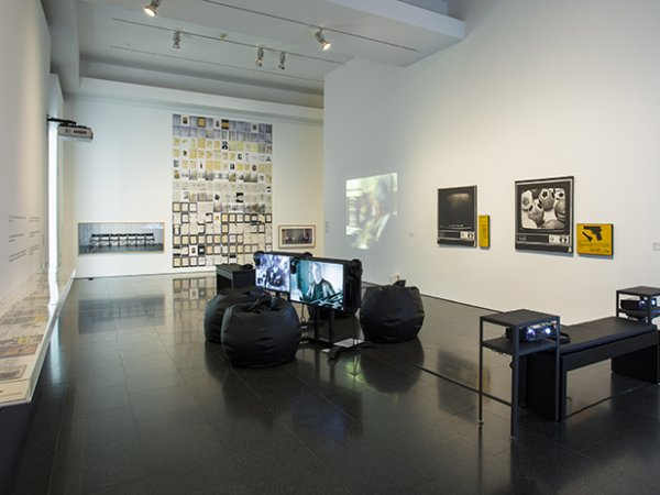 'Hard gelatin. Hidden stories from the 80s' exhibition views, 2016. Foto: La Fotogràfica