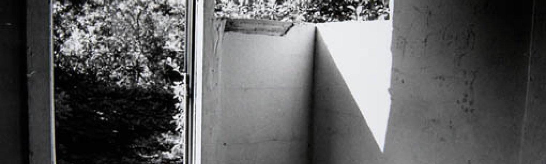 """Gordon Matta-Clark """"Splitting [Documentació de l'acció """"Splitting"""" realitzada el 1974 a Nova Jersey, Estats Units]"""", 1977"""