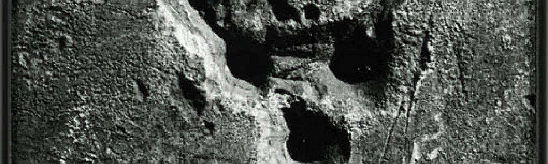 """Brassaï """"Sense títol. Graffiti. Sèrie VII: """"La mort'"""", ca. 1930. Tiratge ca.1950"""