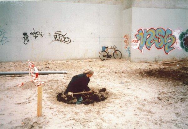 """Lara Almarcegui """"Cavar"""", Amsterdam 1988"""