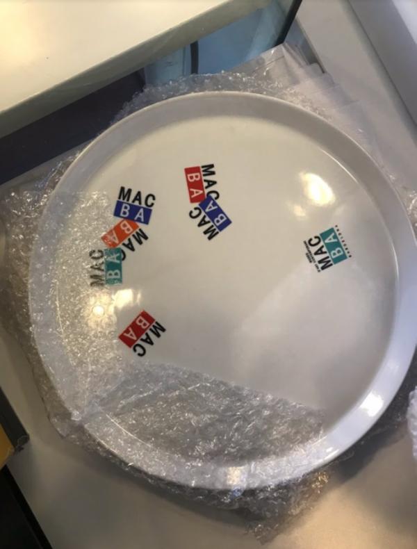 0001_Souvenir del museo en forma de plato