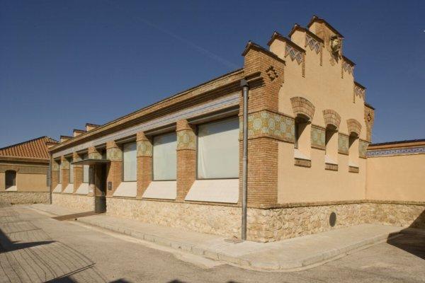 Sala Antoni García de l'Antic Escorxador, Tortosa -- Més enllà de l'objecte. Obres de la Col·lecció MACBA [Reportatge fotogràfic exposició itinerant de la Col·lecció]