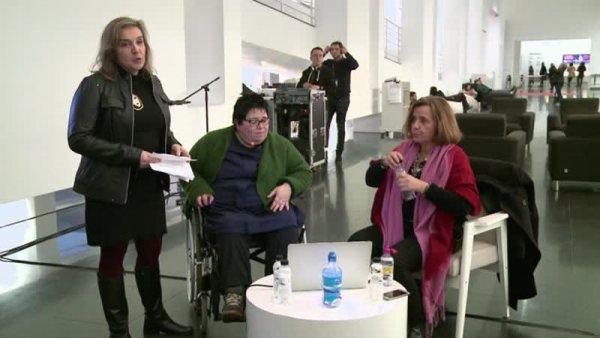 Conversa entre Ángela de la Cruz i Carolina Grau -- Parlem de...Col·lecció. Sota la superfície [Enregistrament audiovisual activitat]