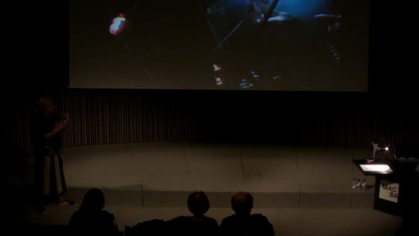 Cos tecnològic. SISTEMATÚRGIA Variétés -- El cos fragmentat. Curs sobre l'art contemporani. Una genealogia de l'art espanyol dels noranta. [Enregistrament audiovisual activitat]