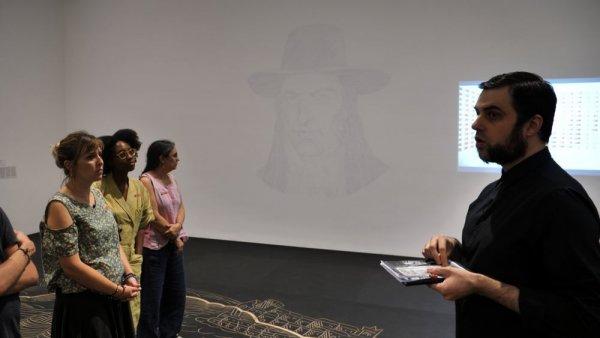 """Alán Carrasco -- Parlem d'Un cert aniconisme a """"Territoris Indefinits. Perspectives sobre el llegat colonial"""" [Reportatge fotogràfic activitat]"""