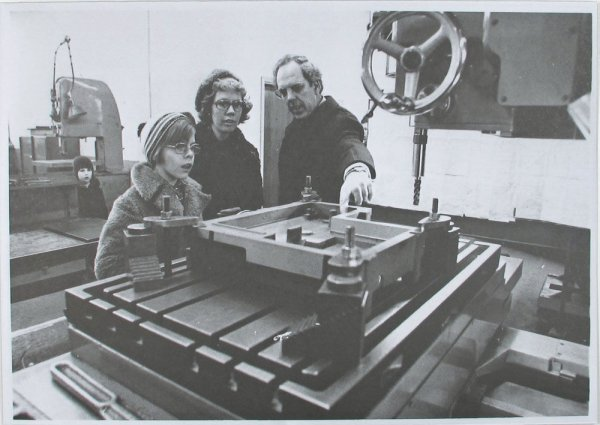 Karl Holmqvist : family day at the factory; gay kid visits his father's workplace, 1972
