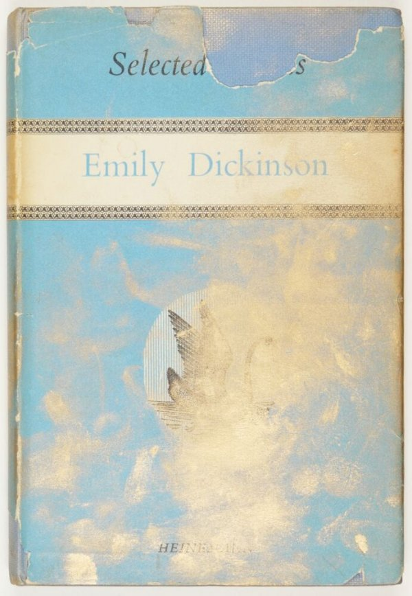 "[""Selected poems of Emily Dickinson"" intervingut amb pols d'or per Dora García]"