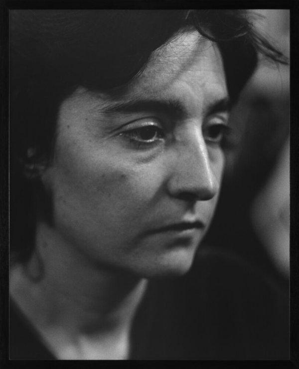 """Mónica Muñoz-Castanyer, carrer Palma de Sant Just, Barcelona. Febrer 1996. Sèrie: """"La ciutat de la gent"""""""