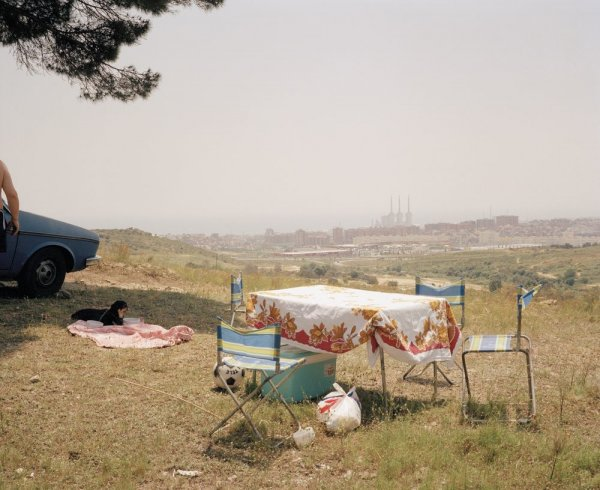 "Sin título (Mesa picnic). Serie: ""Domingos"""