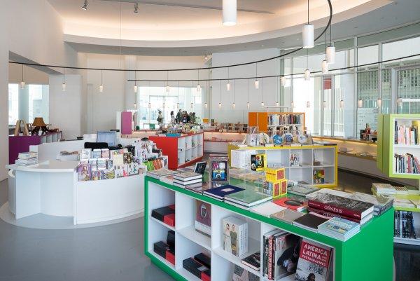 Presentación y taller creativo por Curro Claret  en el nuevo MACBA Store Laie