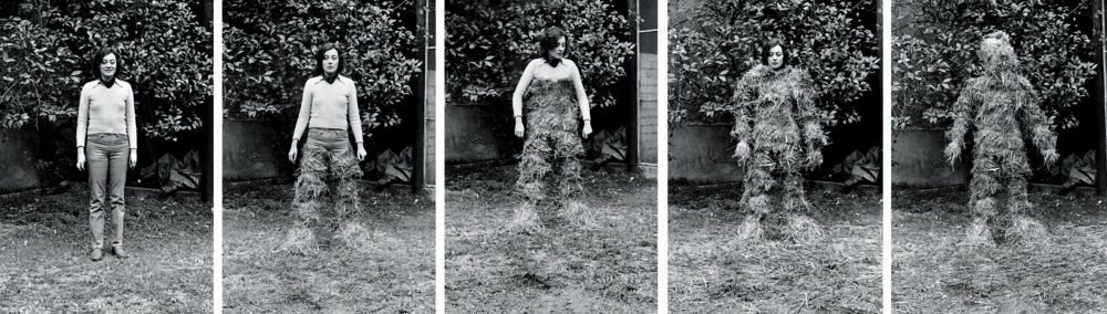 Relaciones. Relación del cuerpo con elementos naturales. El cuerpo cubierto de paja [Documentación de la acción realizada en enero de 1975 en Sabadell, España]