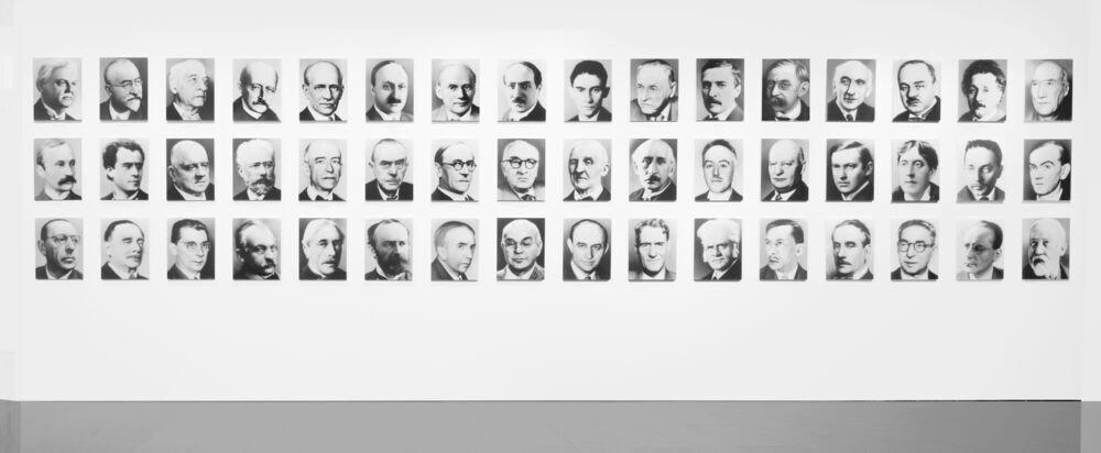 48 retrats