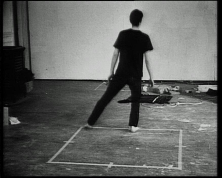 Dansa o exercici en el perímetre del quadrat (Dansa quadrada)