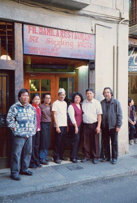 Restaurant Fil Manila, el Raval, Barcelona -1. Sèrie: «Metà per a tothom»