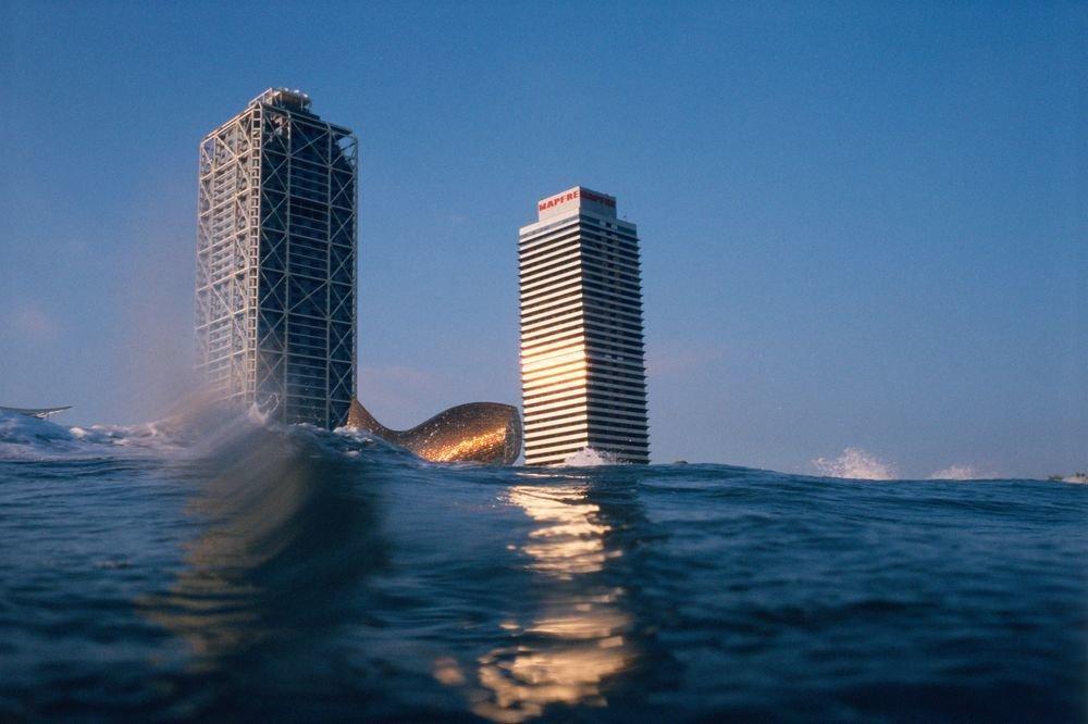 La Barceloneta nadando. Serie: «Metano para todos»