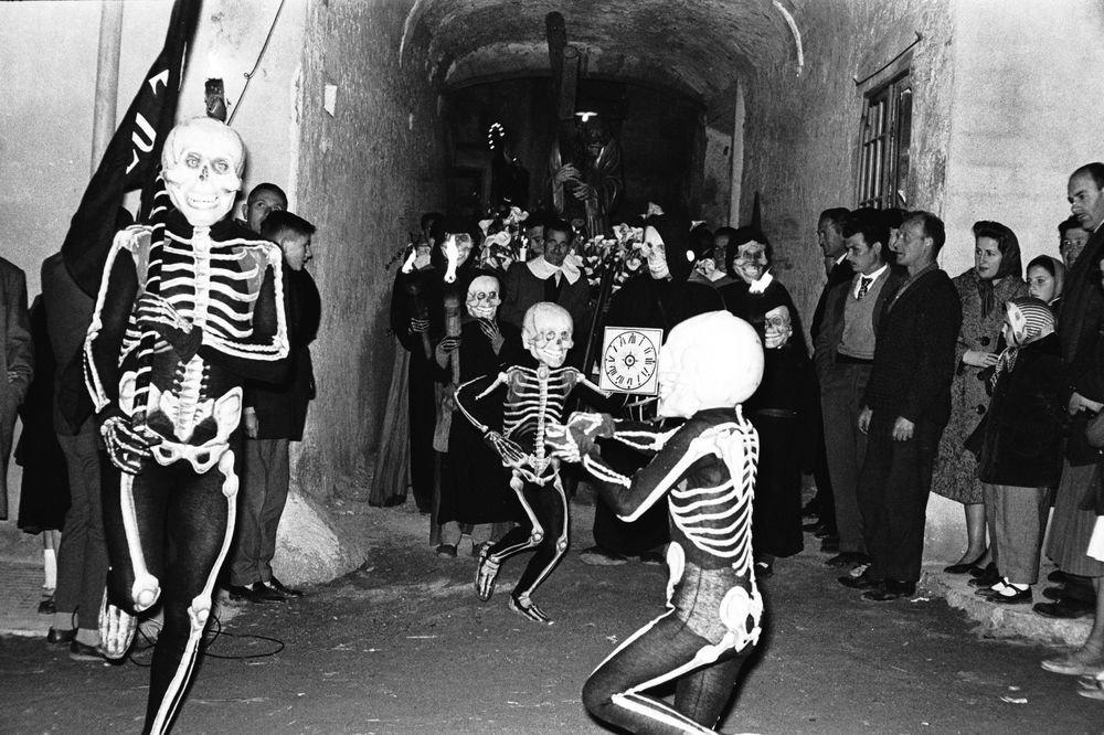 "Verges, 1964. Serie: ""Costa Brava Show"""