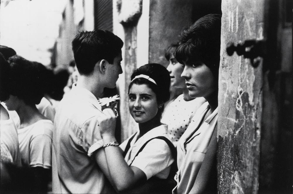 """Fiestas de Gràcia, Barcelona, 1964. Serie: """"Barcelona Blanco y Negro"""""""