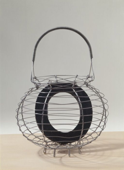 "O for ""ouera"" (egg basket)"