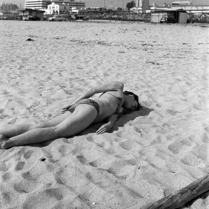 Relaciones. Relación del cuerpo con elementos naturales. Revolcarse en la arena