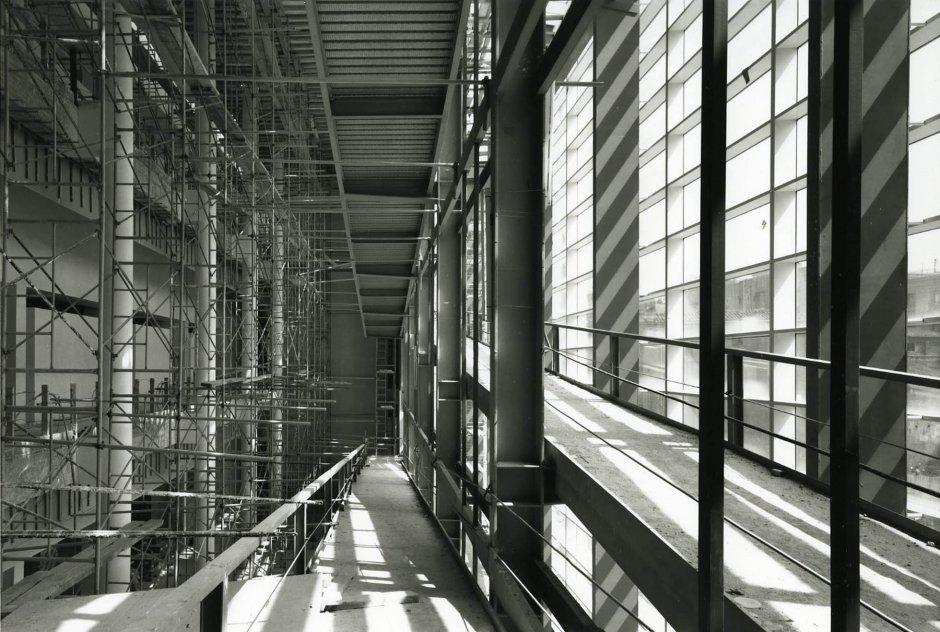 Edificio en obras. Foto: Lluís Casals