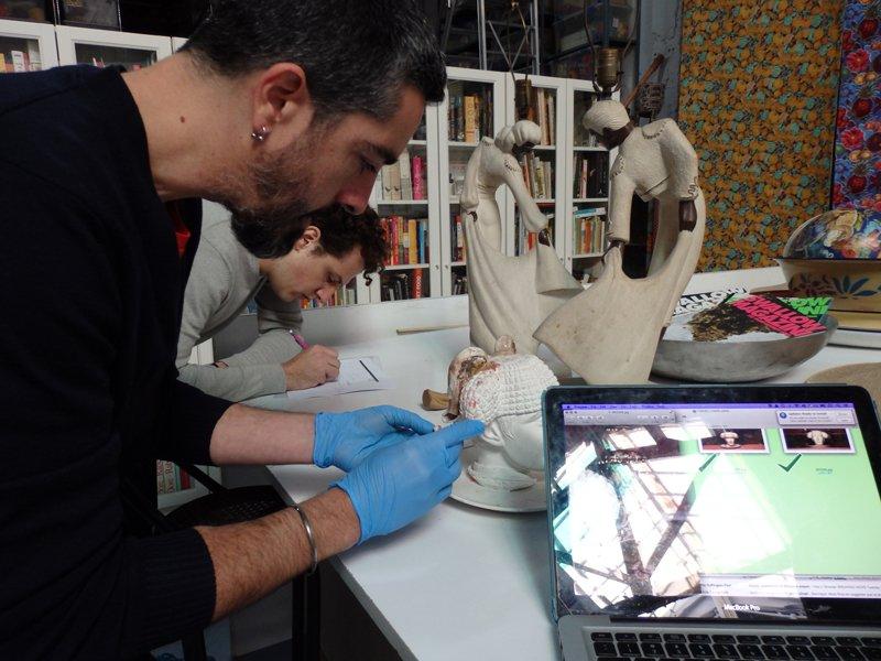 Visita del equipo de restauración al taller del artista Antoni Miralda. Foto: Silvia Noguer