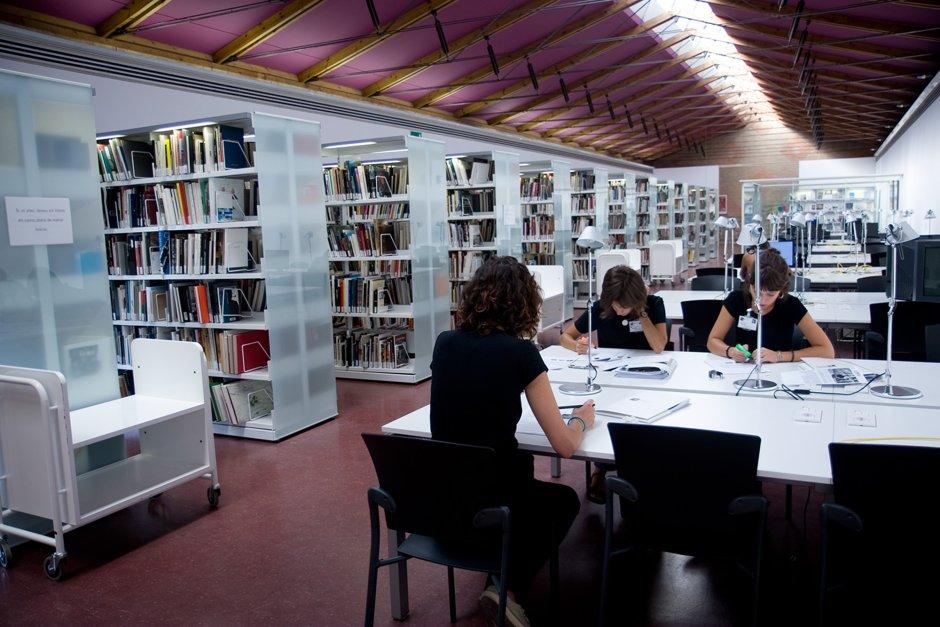 Biblioteca - Sala de lectura