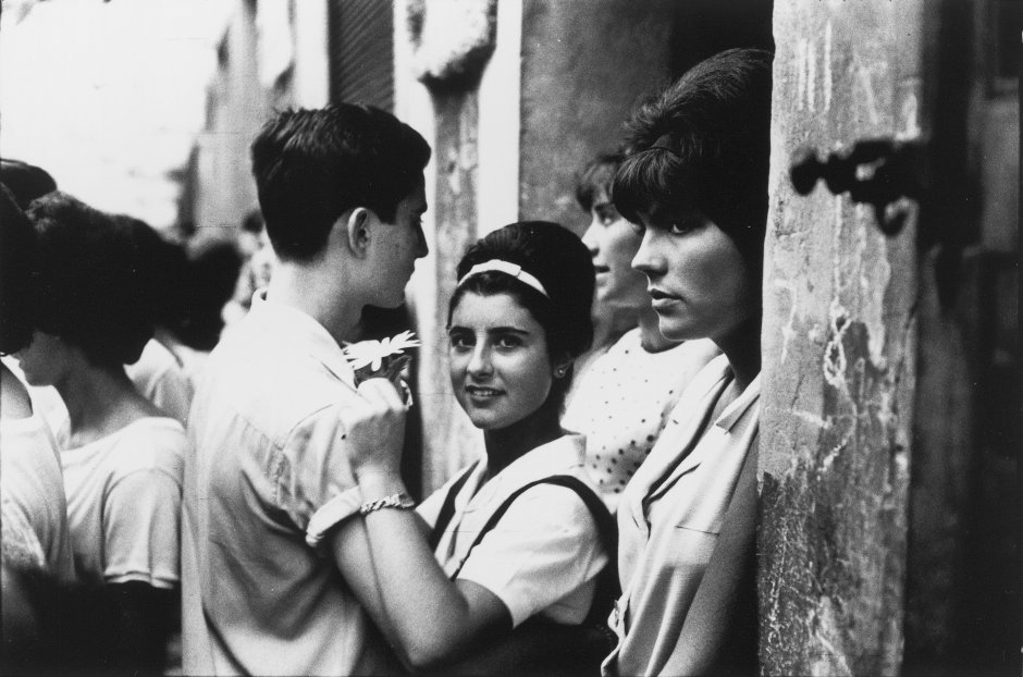 """Xavier Miserachs """"Festes de Gràcia, Barcelona"""", 1964"""
