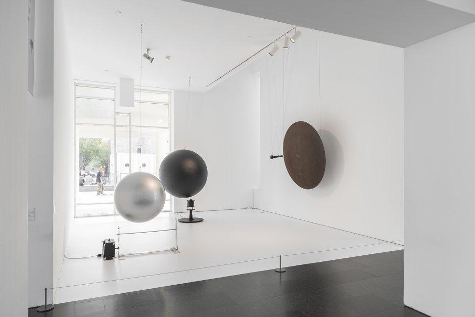 """Vistes de l'exposició """"Takis"""", 2020. Foto: Roberto Ruiz"""