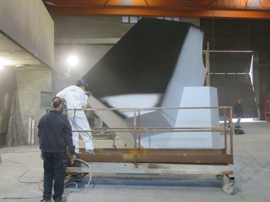 Painting the sculpture. Amanci Sala workshop