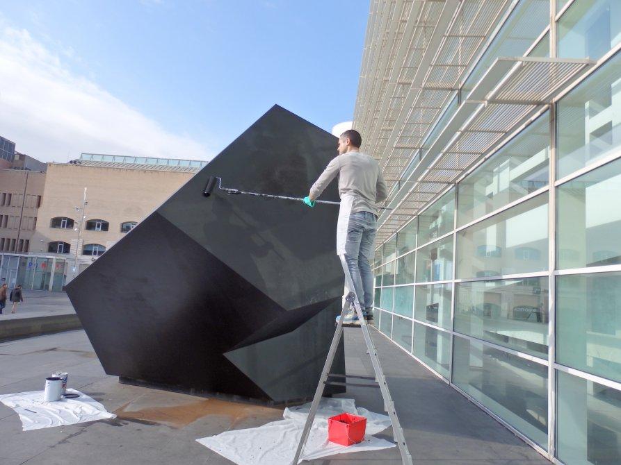 Reintegration of the sculpture's paint